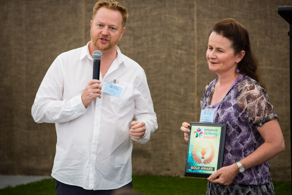 Judge Ian Barker presenting Carolyn Priest with her Gold Award at the Horticultural & Gardening Festival 2015